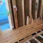<おうち>床板貼りと電気工事